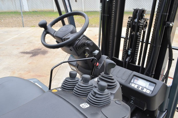 Forklift Truck Controls : Toyota fbe electric powered forklift review trade